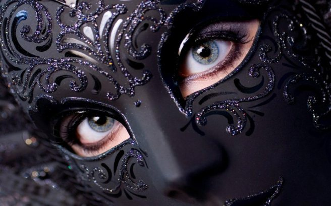 girls_eyes_in_mask