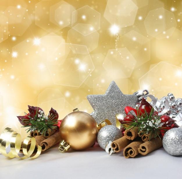 decoracion-de-navidad-en-un-fondo-de-oro-brillante_1048-3614